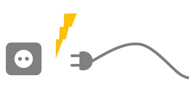 Elektrická šňůra mířící do zásuvky