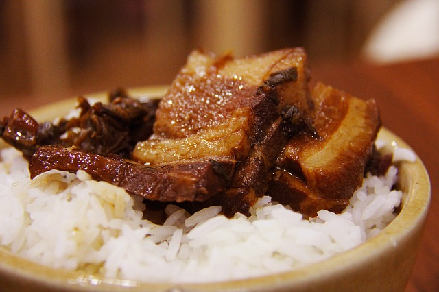 bůček s rýží