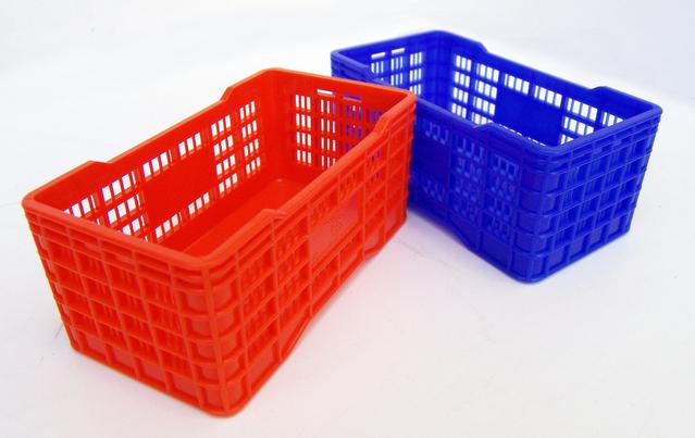 barevné plastové přepravky
