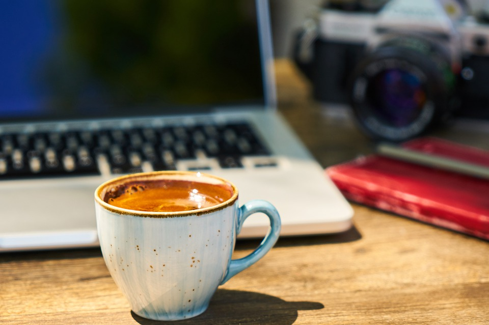 káva u počítače